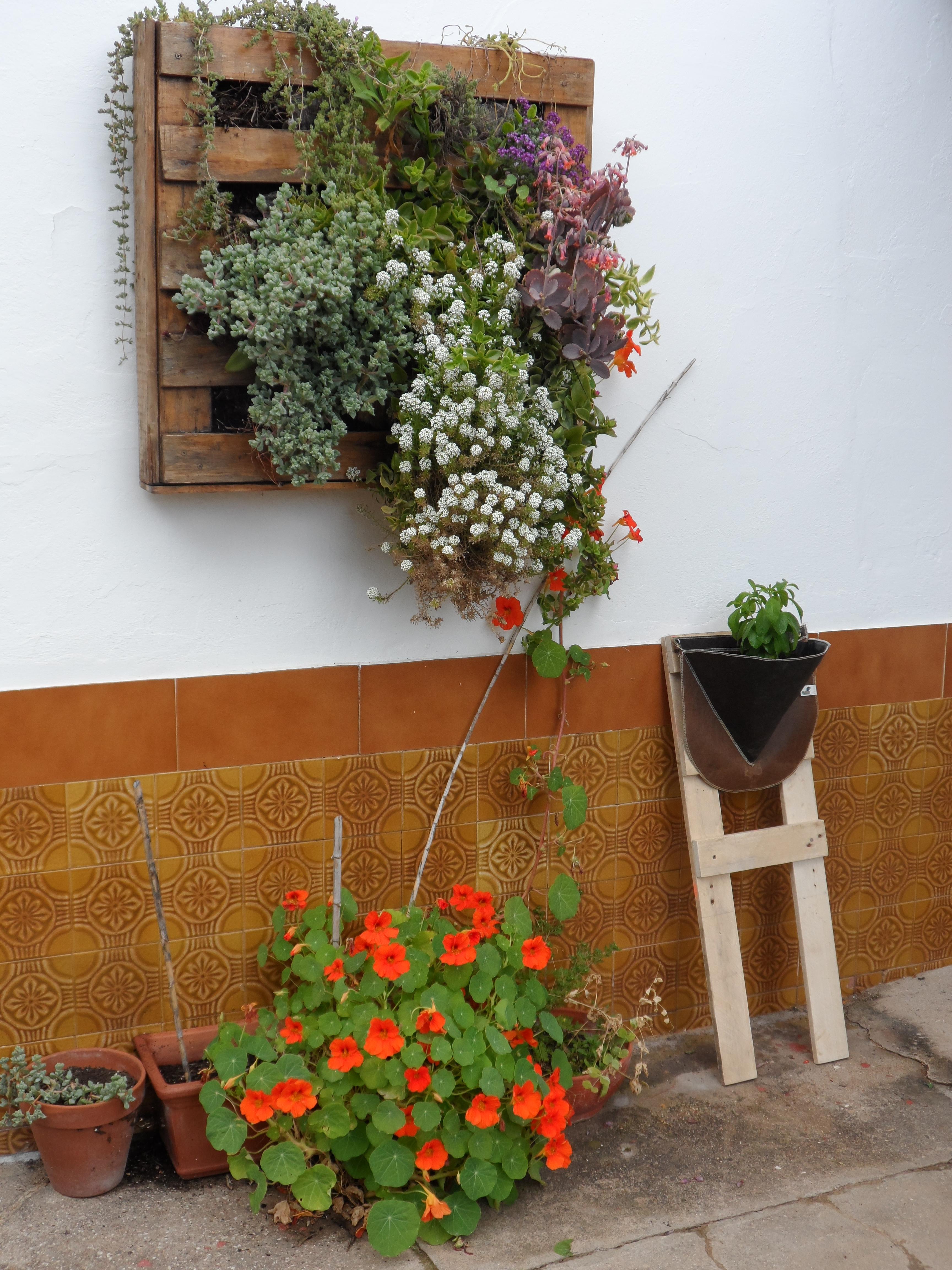 Deco palets espacio de cultivo urbano piperrak - Jardineras con plantas ...